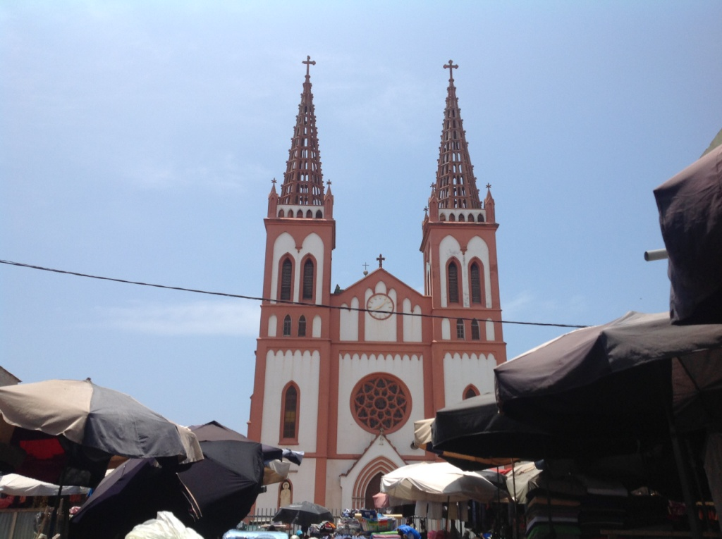Cathédrale_Lomé_Togo_photo_aristides_honyiglo