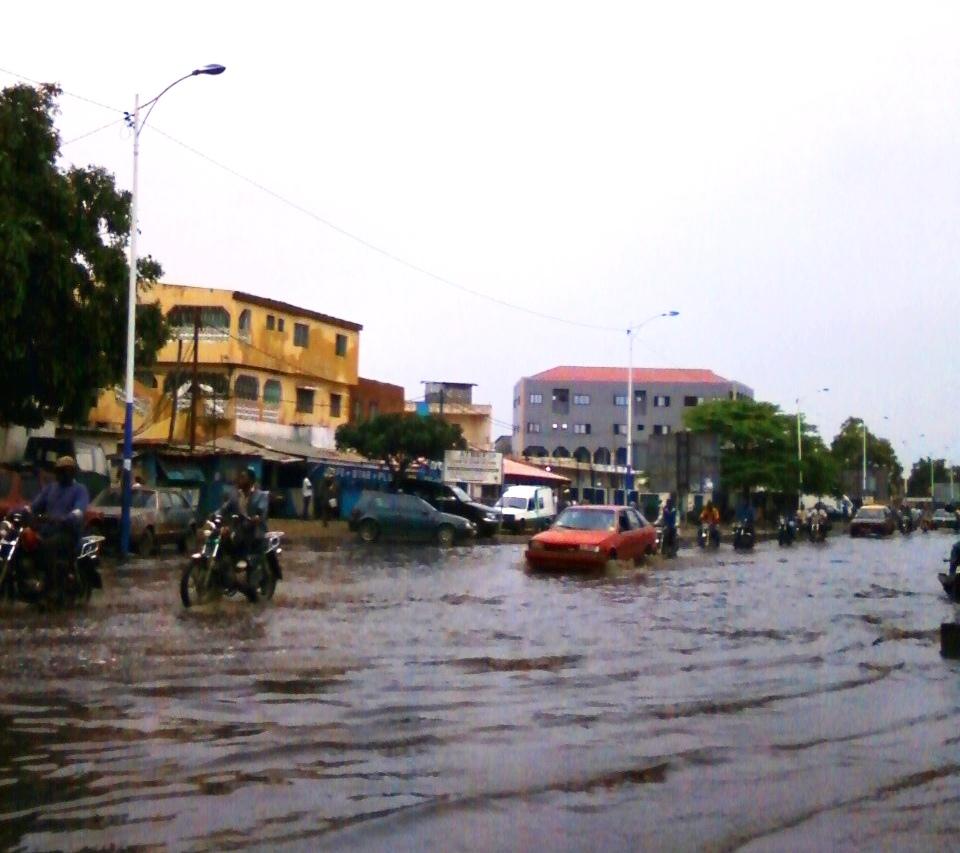 Scène d'inondation à Lomé en 2013 (Photo : A. Honyiglo)