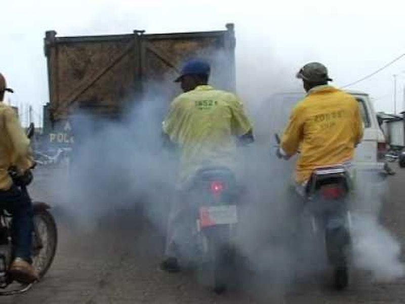 Gaz d'echappement de motos-taxis
